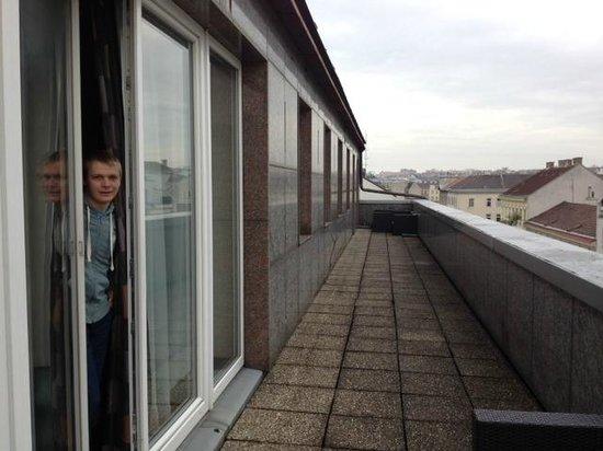 Hotel Vienna Urban: веранда на два номера