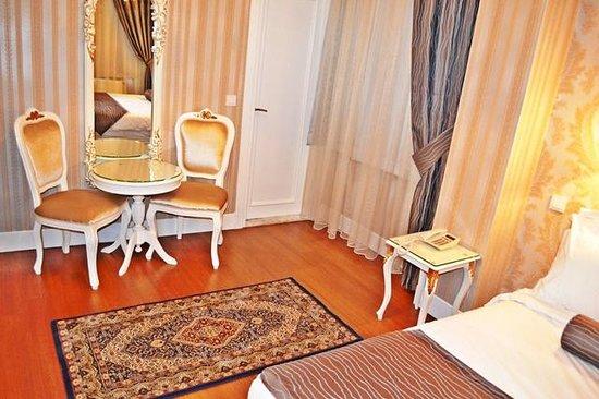 Alyon Hotel: Oda Görünümü