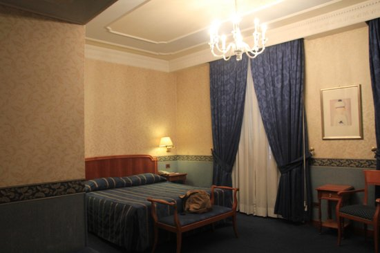 Strozzi Palace Hotel : camera