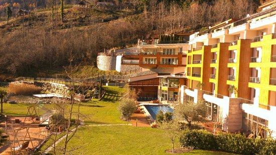 Quellenhof Sport & Wellness Resort: Vista piscina