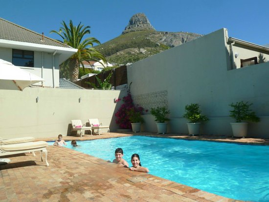 The Clarendon Fresnaye: Other pool & superb view of Lion's Head