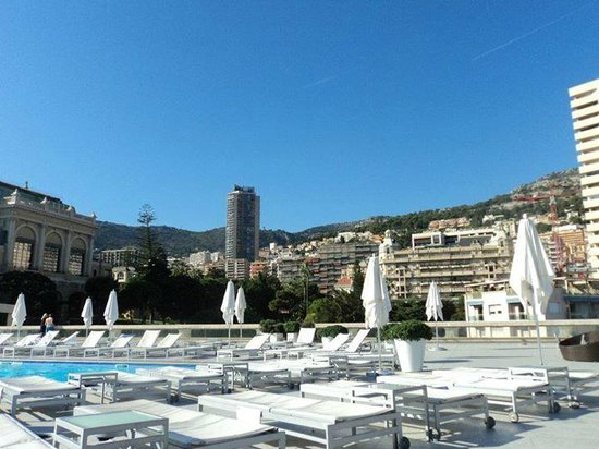 Fairmont Monte Carlo: Rooftop pool area - Great views!