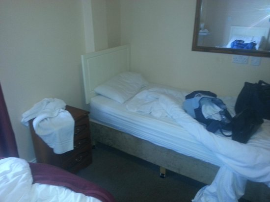 Galway Arms Inn: extra bed in triple room