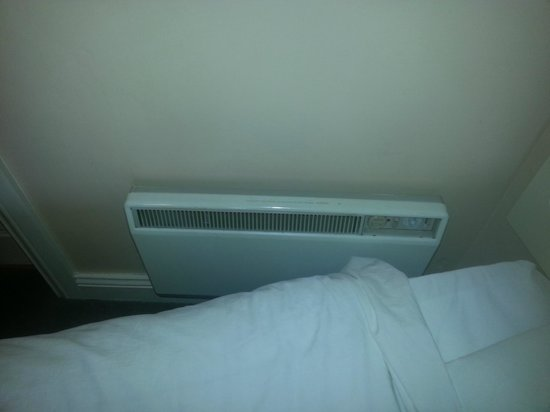 Galway Arms Inn: broken heater
