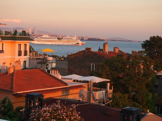 Eresin Crown Hotel Sultanahmet: Sea view