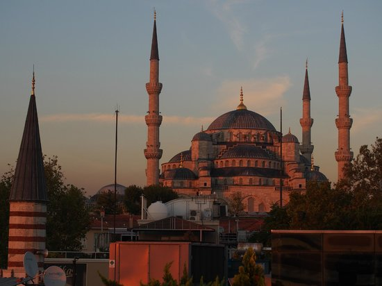 Eresin Crown Hotel Sultanahmet: Blue Mosque from rooftop
