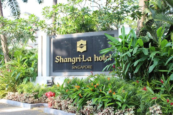 Shangri-La Hotel, Singapore: Hotel sign