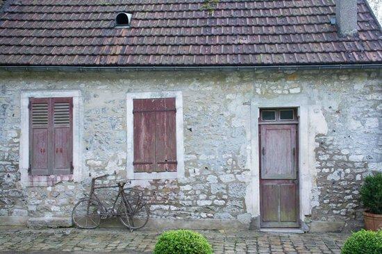 Les Jardins du Val: old barn