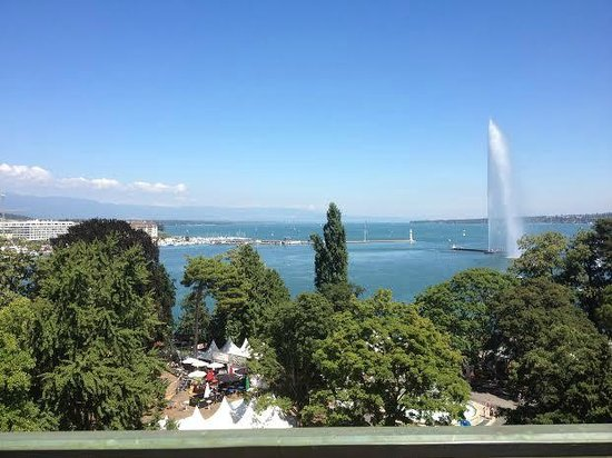 Hotel Metropole Geneve: View from rooftop (similar to lake view room)