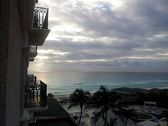 Sandos Cancun Luxury Resort: Sunrise from 321