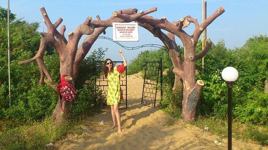 Paradise Village Beach Resort: выход на пляж (пляж работает с 7 до 19)