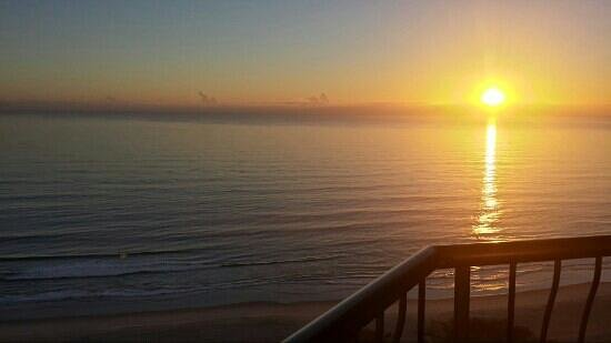 ULTIQA Beach Haven on Broadbeach: sunrise