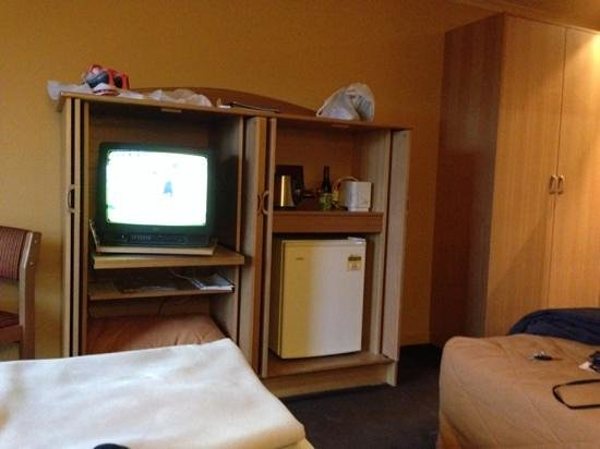 Wrest Point Motor Inn: Tv's in mountainside rooms need urgent replacment
