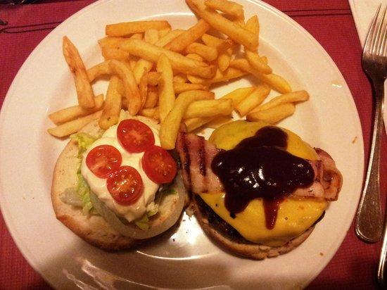 Restaurante Bar Al Traste Fun & Food: Hamburguesa completa