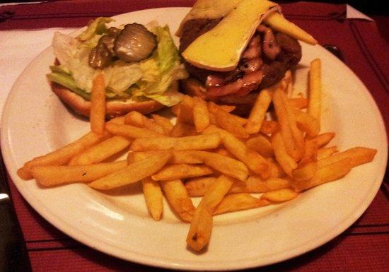 Restaurante Bar Al Traste Fun & Food: Hamburguesa con queso brie