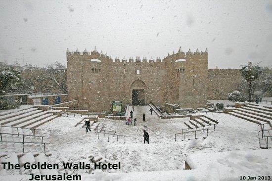 Golden Walls Hotel: snow in jerusalem 2013