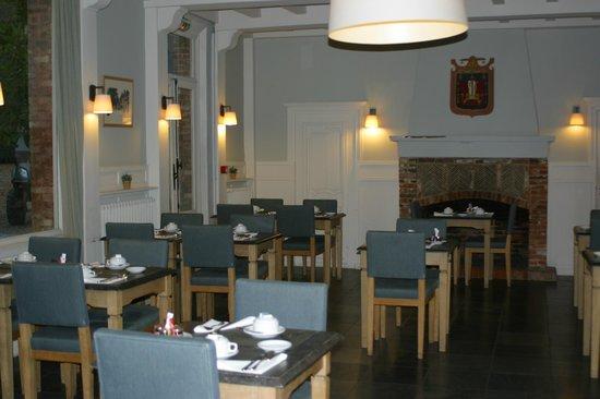 Hotel La Licorne : salle du petit déjeuner