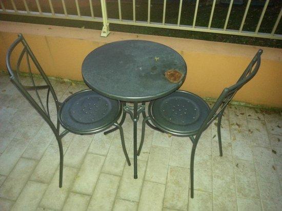 Anis Hotel: Balcon et mobilier