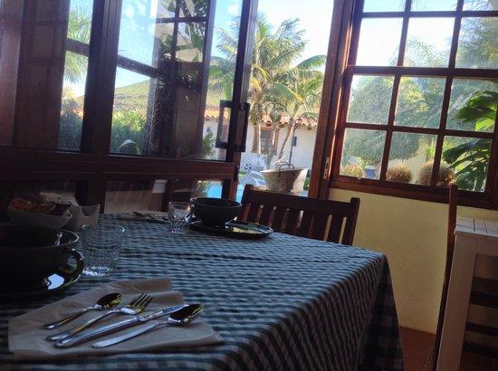 Hotelito El Tejado : Desayuna junto a la piscina