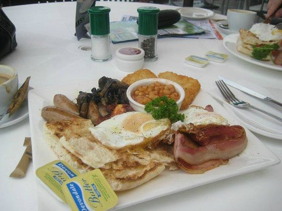 Marina View Restaurant: My huge beans, bagel, sausage, hash browns, tomatoes and mushroom, fried egg breakfast! :P