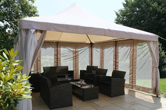 pavillon auf der terrasse bild von hotel quellenhof bad birnbach tripadvisor. Black Bedroom Furniture Sets. Home Design Ideas