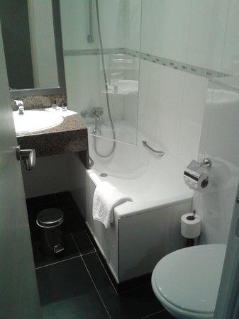 Hotel Icone: Baño
