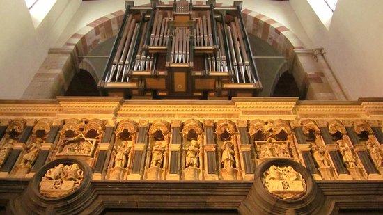 St. Maria im Kapitol : closer look