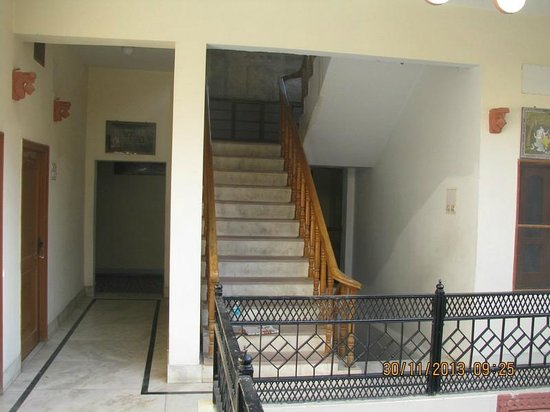 Kochar's Hotel Marudhar Heritage: Stairs to roof