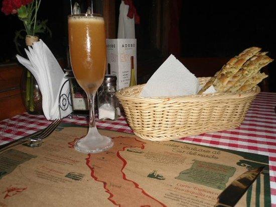 Da Alessandro Pizza & Pasta: Amaretto Sour y tentempié.