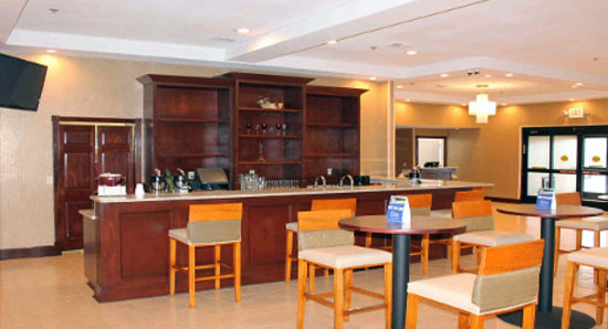 Wyndham Garden Grand Rapids Airport: New Garden Bar & Grille