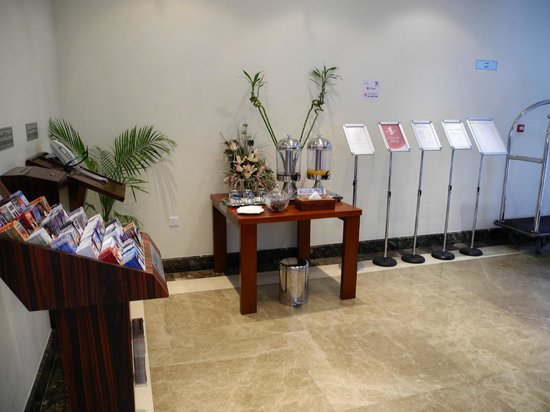 Akas-Inn Hotel Apartment : welcome drink at the reception
