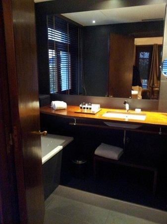 Hotel Primero Primera: Bathroom