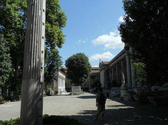 Archäologisches Museum Istanbul (İstanbul Arkeoloji Müzesi): Inside the main courtyard of the Museum