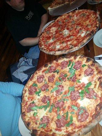 Apizza Scholls: Sausage & Peppers & Apizza Amore