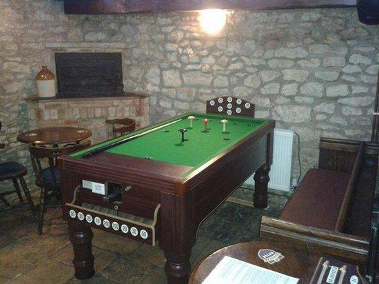 The Oxfordshire Yeoman: new bar billiards table