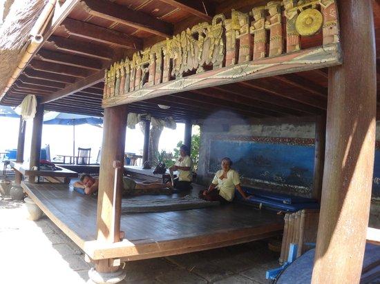 Hotel Amed Cafe: Массаж под звуки океанских волн