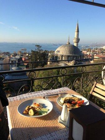 Ada Hotel Istanbul: завтрак на крыше