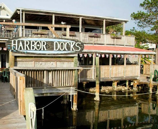 Harbor Docks : Looking back at the restaraunt but you have a great view of the harbor while dining