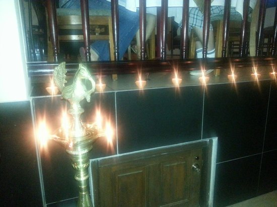 Thava Indian Restaurant : Thava deco with full of candles on dewali dinner