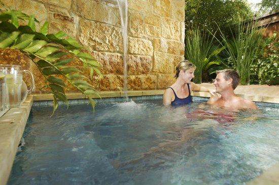 Lake Austin Spa Resort: Bamboo Room Hot Tub