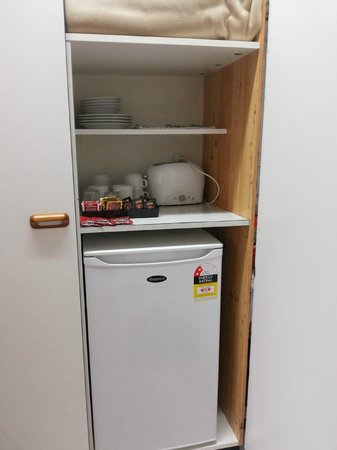 Marco Polo Motor Inn: Fridge and others