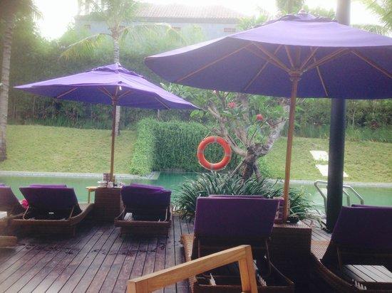 Taum Resort Bali: Ample deckchairs