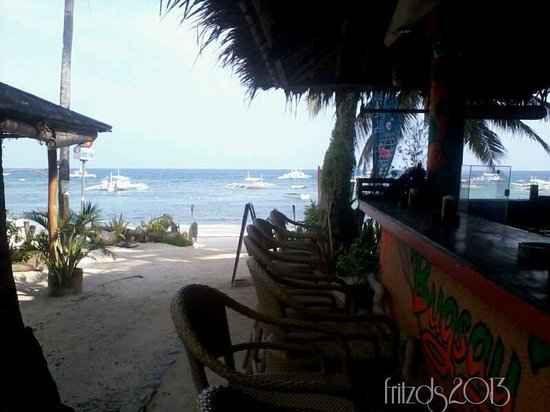 Oasis Resort Restaurant: Bugsay Bar at Oasis Resort facing the beautiful beach