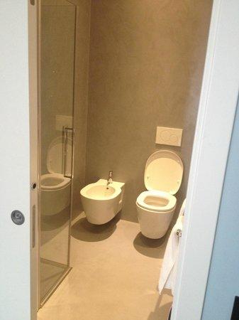 Hotel Eden: bagno pulito e spazioso