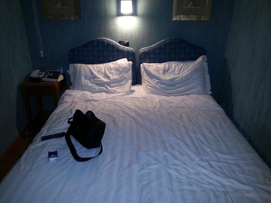 Best Western Plus Hotel Spring House: letto camera per disabili,  davvero piccina.