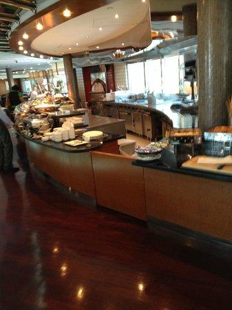 Roda Al Murooj: Food spread