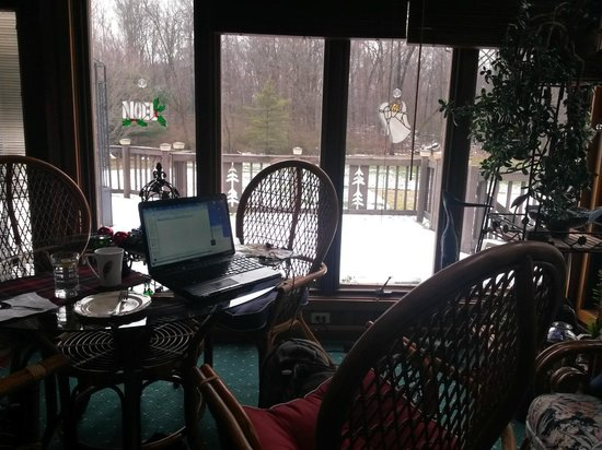 Quail's Covey Bed & Breakfast: Best office in Ohio