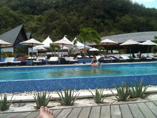 Buccament Bay Resort - TEMPORARILY CLOSED: Pool and poolside restaurant