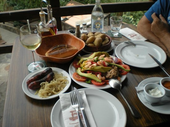 Restaurante Grill Las Canadas : local sausages and onions to die for and shrimp and avocado salad