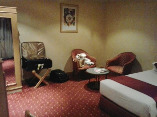 Qatar Palace Hotel: room